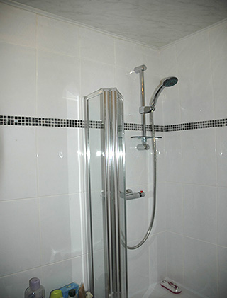 Duham Tiling, Bathroom with white ceramic tiles and black mosaic ...