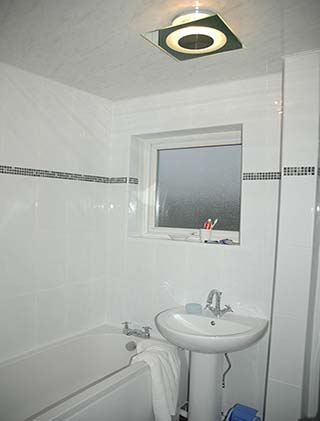 white bathroom tiles with border. bathroom white tiles with border o