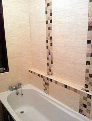 Ceramic wall tiles with contemporary mosaic columns
