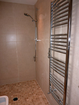 Wetroom with travertine mosaics