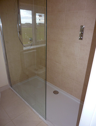 Shower cubicle with beige wall tiles jasmin grout